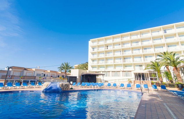 Welcome to azuLine Hotel Coral Beach, our all-inclusive hotel in Es Canar, Ibiza