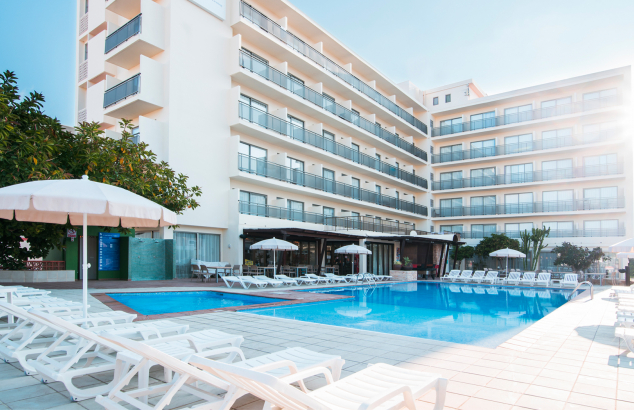 Welcome to the azuLine Hotel S'Anfora & Fleming, our hotel for young people in San Antonio, Ibiza